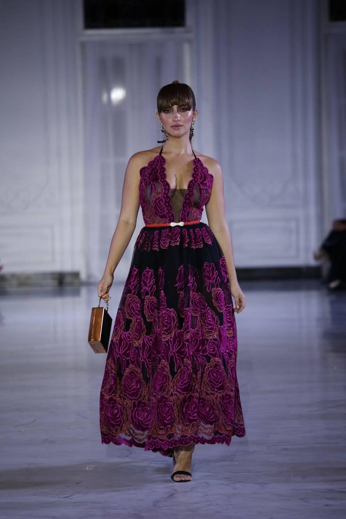 Vestido al tobillo en tul negro de rosas bordado en velvet / Foto: SanJuan Moda-Jessica Cristina