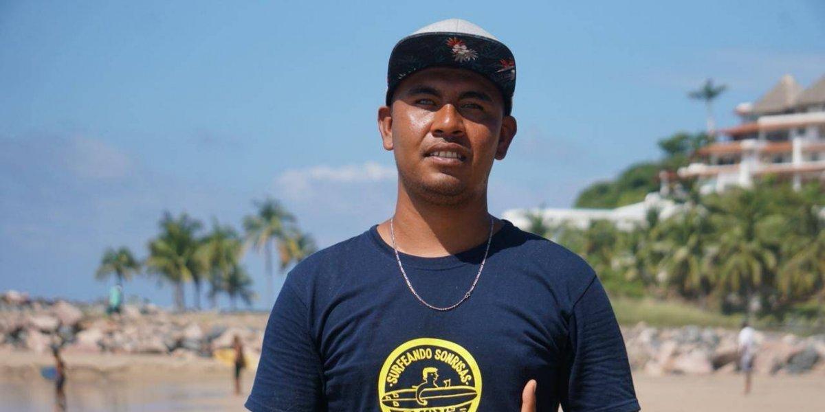 Abel Vargas, el mexicano que surfea las olas entre penumbras