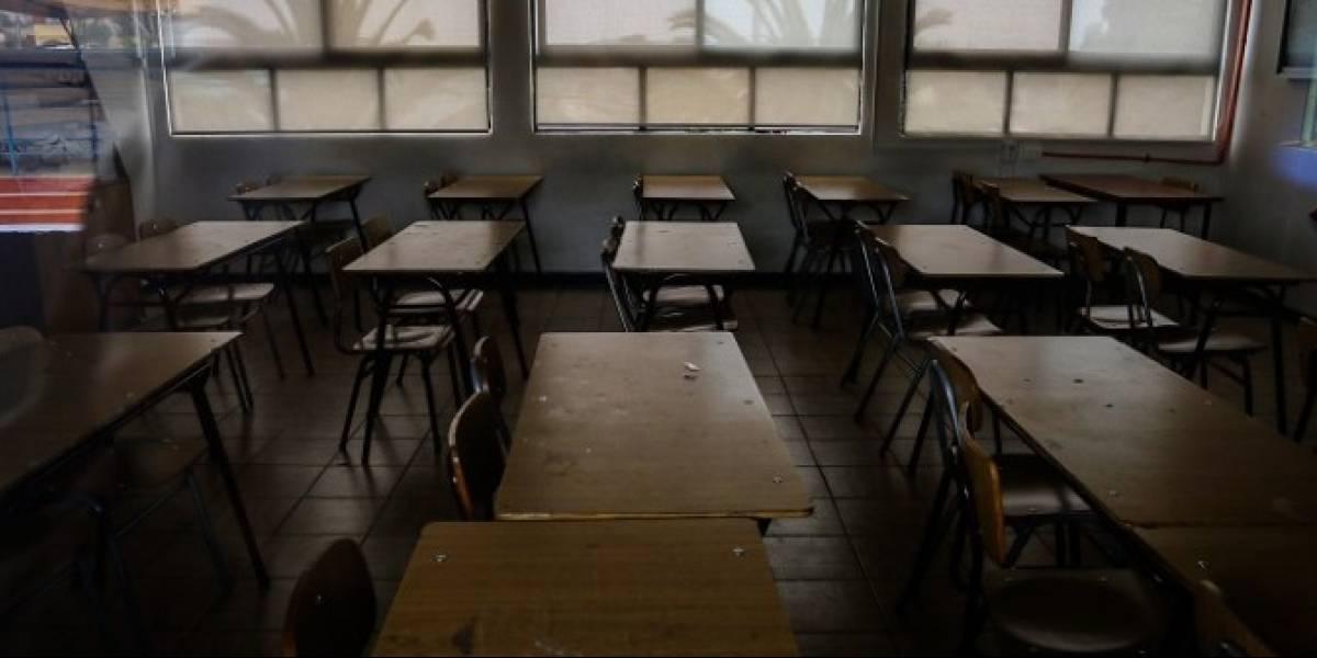 Detienen a profesor acusado de golpear a nueve alumnos en colegio de Providencia: no dejó salir a recreo a los niños para que no lo denunciaran