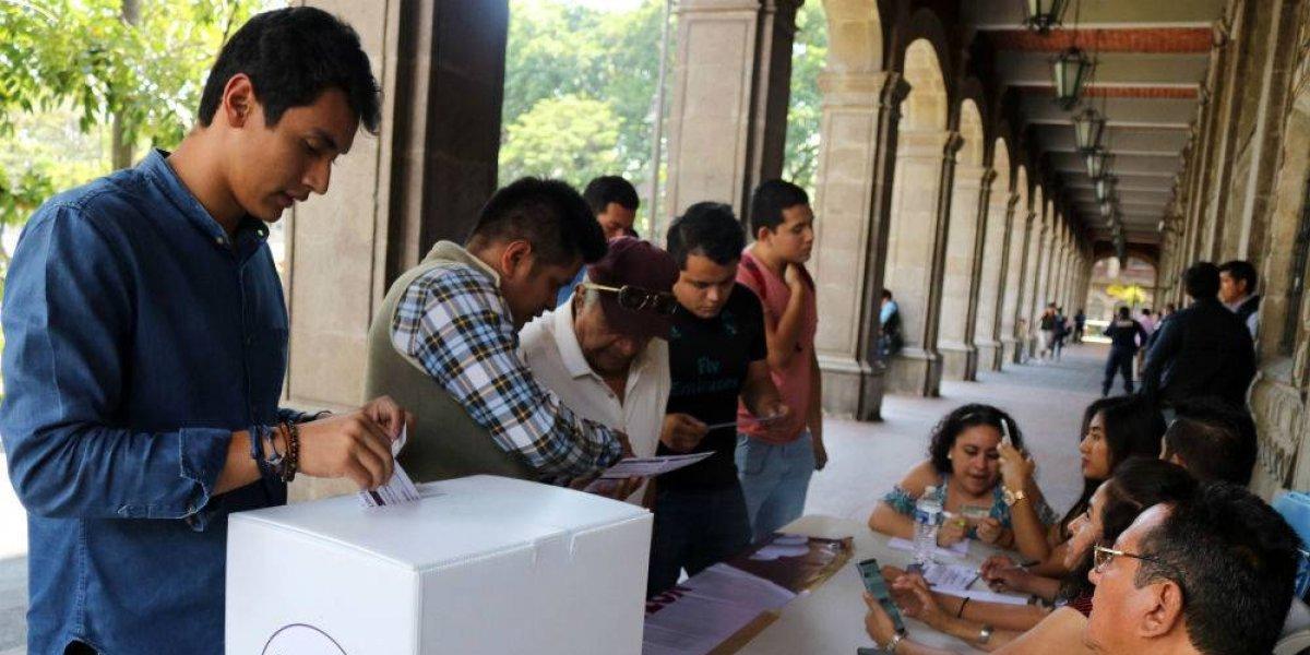 Votan 184 mil personas en primer día de la consulta sobre el NAIM