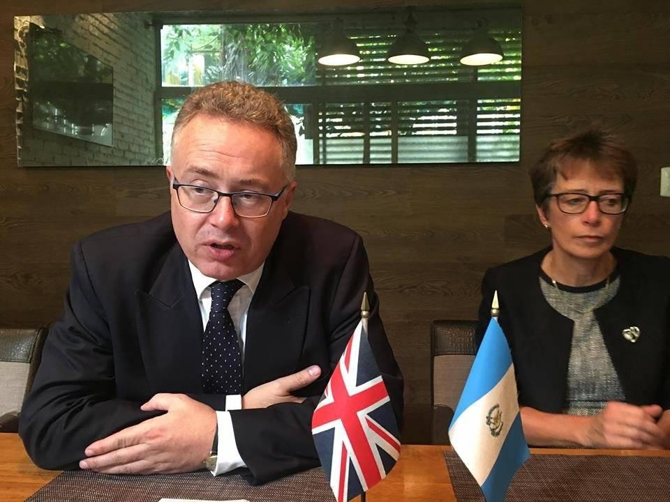 Nigel Baker y Carolyn Davidson, embajadora de Gran Bretaña. Foto: Jerson Ramos