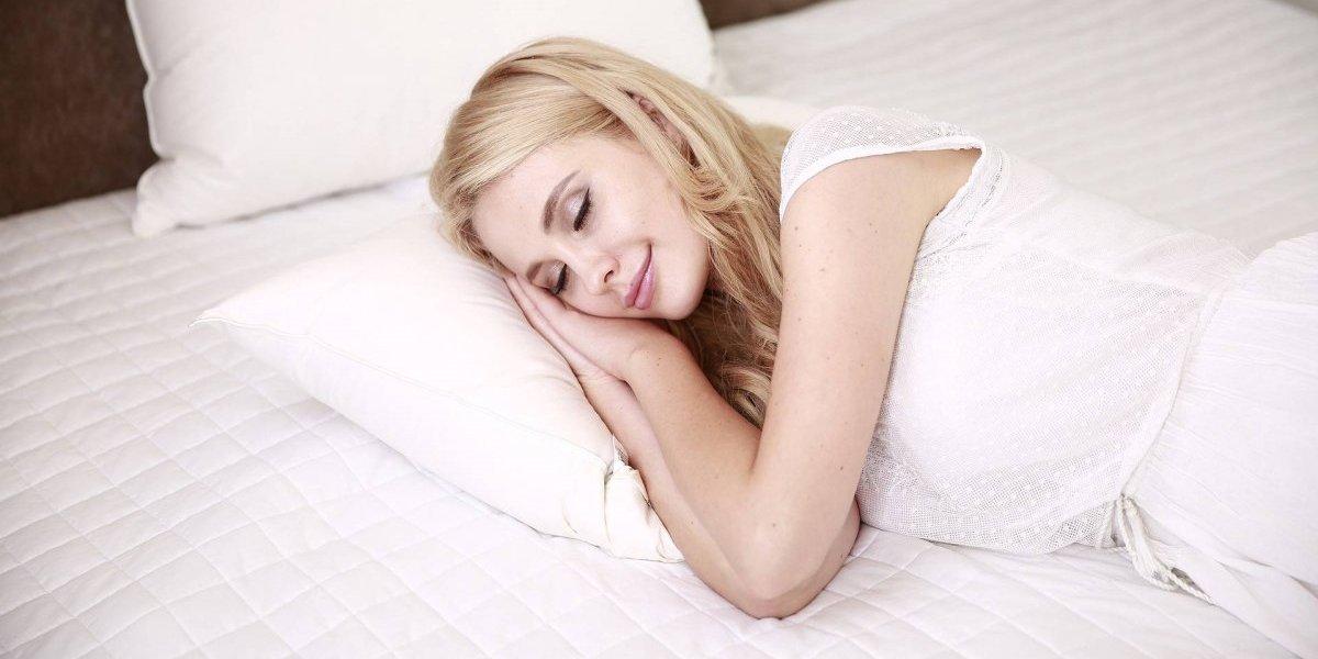 5 bebidas naturais para relaxar e dormir como um bebê