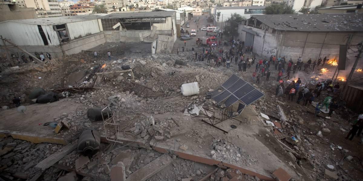 Israel bombardea 80 puntos de Gaza tras recibir más de 30 misiles