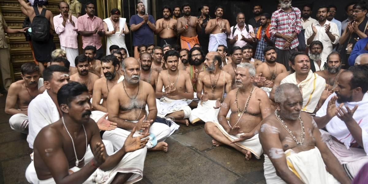 Incendian templo hindú por permitir a mujeres