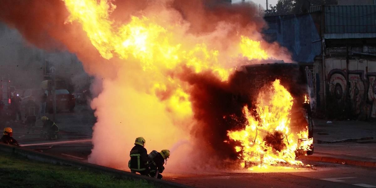 Incendio: bus ardió en llamas mientras viajaba en la ruta Las Palmas