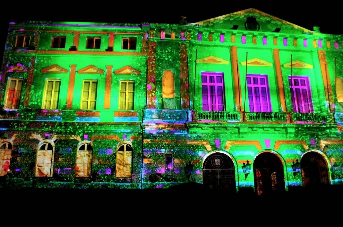 Acá se ve a la Municipalidad de Santiago completamente iluminada. Foto: Jaime Liencura / Publimetro