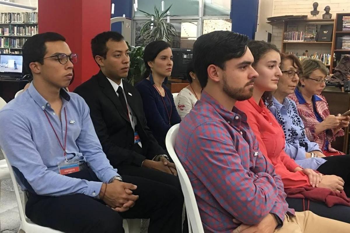 Estudiantes de la UVG. Foto: Jerson Ramos