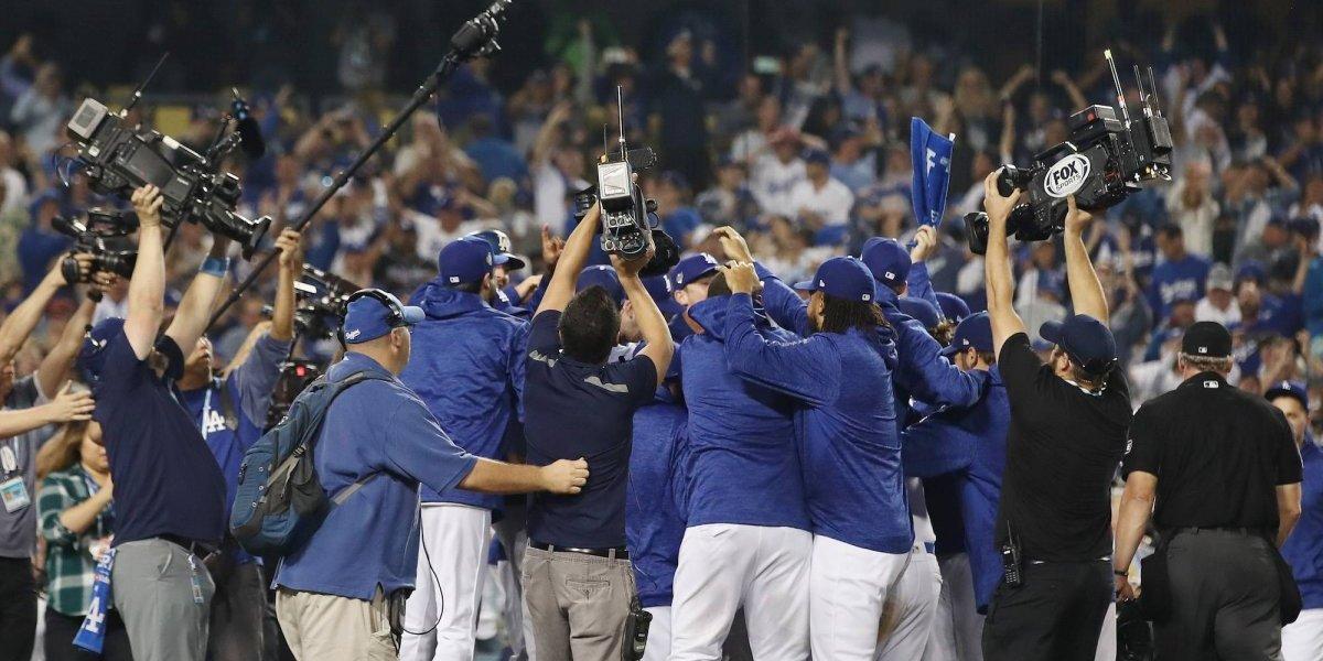 Dodgers obtiene victoria en el juego más largo en la Serie Mundial
