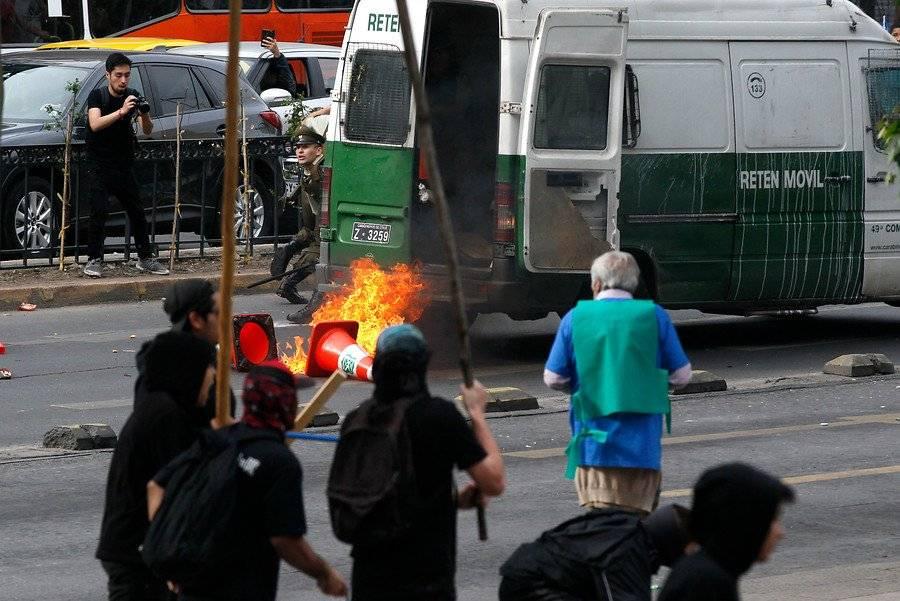 Aton Chile / Ataque a Carabineros en la Alameda