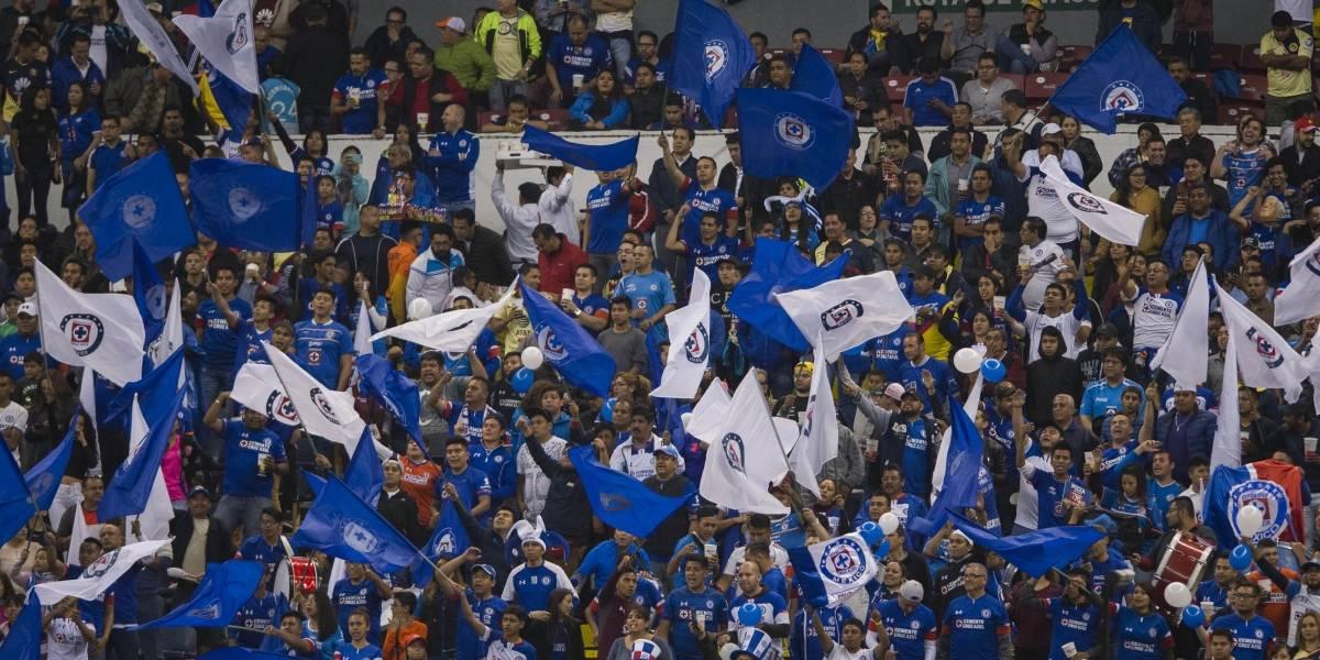 VIDEO: Afición ilumina el Estadio Azteca de azul