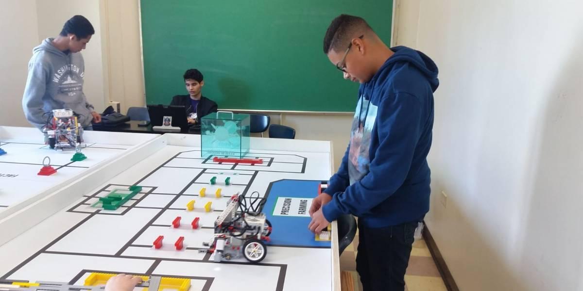 Estudiantes de robótica buscan ayuda económica para evento internacional