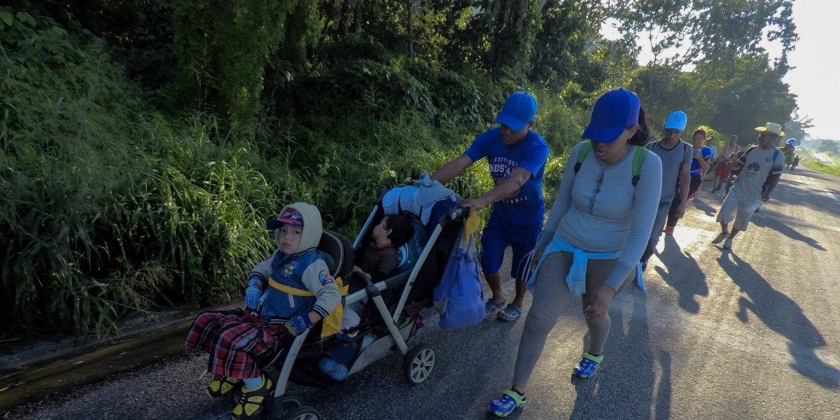 Caravana migrante detiene su paso este domingo