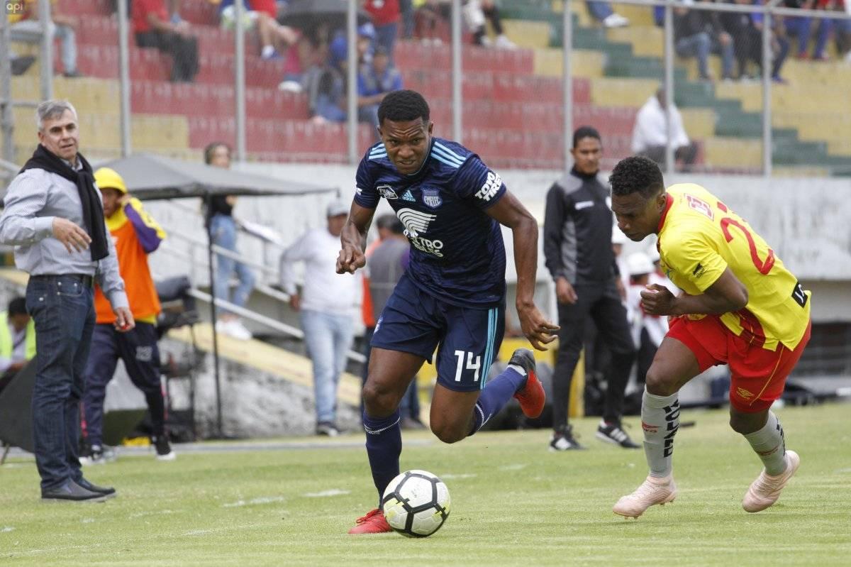 En el estadio del sur Gonzalo pozo Ripalda el Aucas recibe al Emelec por el torneo nacional de Futbol