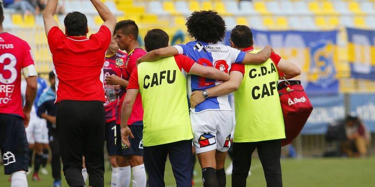 En Chile, un futbolista celebró su gol pidiendo matrimonio a su novia