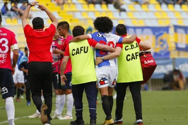Eduard Bello vivió una intensa jornada en Sausalito: marcó dos goles, pidió matrimonio y salió lesionado / Foto: Agencia UNO