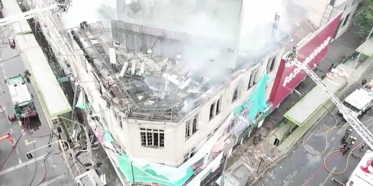 Bomberos logró controlar gigantesco incendio en Santiago Centro: habrían 11 locales afectados por el fuego