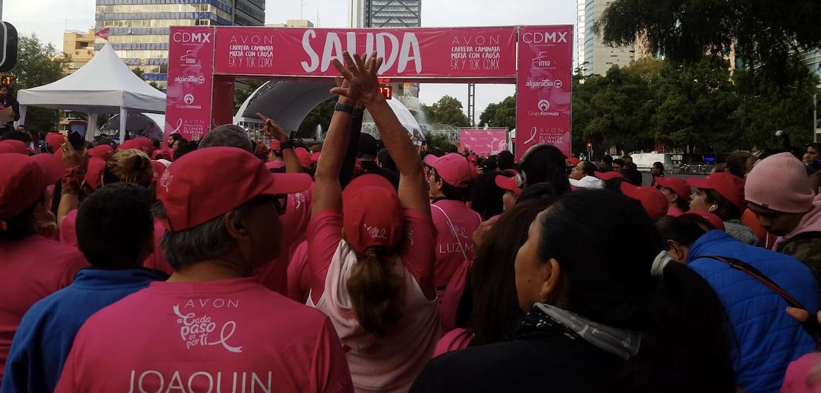 Carrera contra el cáncer de mama pinta de rosa Paseo de la Reforma