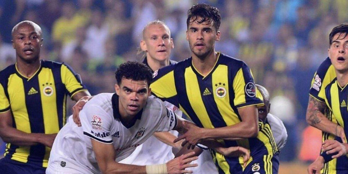 Diego Reyes y el Fenerbahçe se quedan sin entrenador