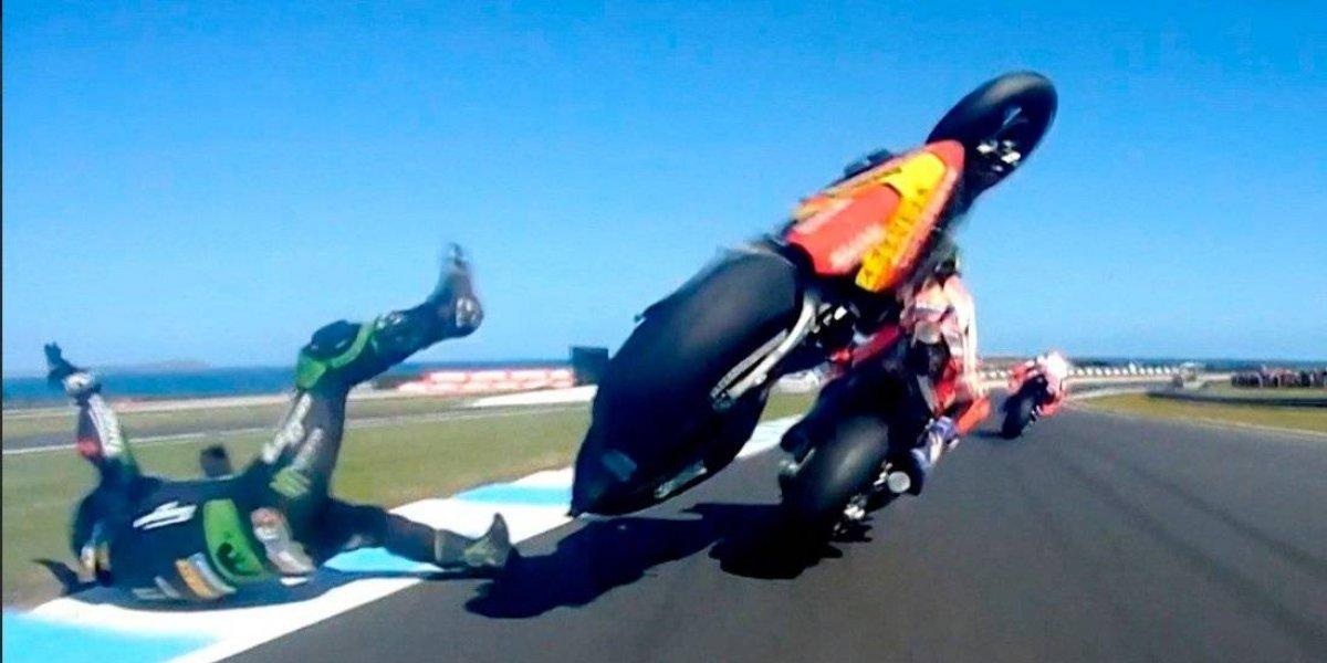 VIDEO: Luego de chocar a 300 km/h piloto de MotoGP sale ileso