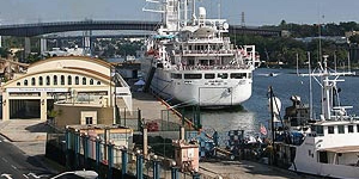 Decomisan 49.361 dólares en furgoneta que llegó al puerto en Ferries del Caribe