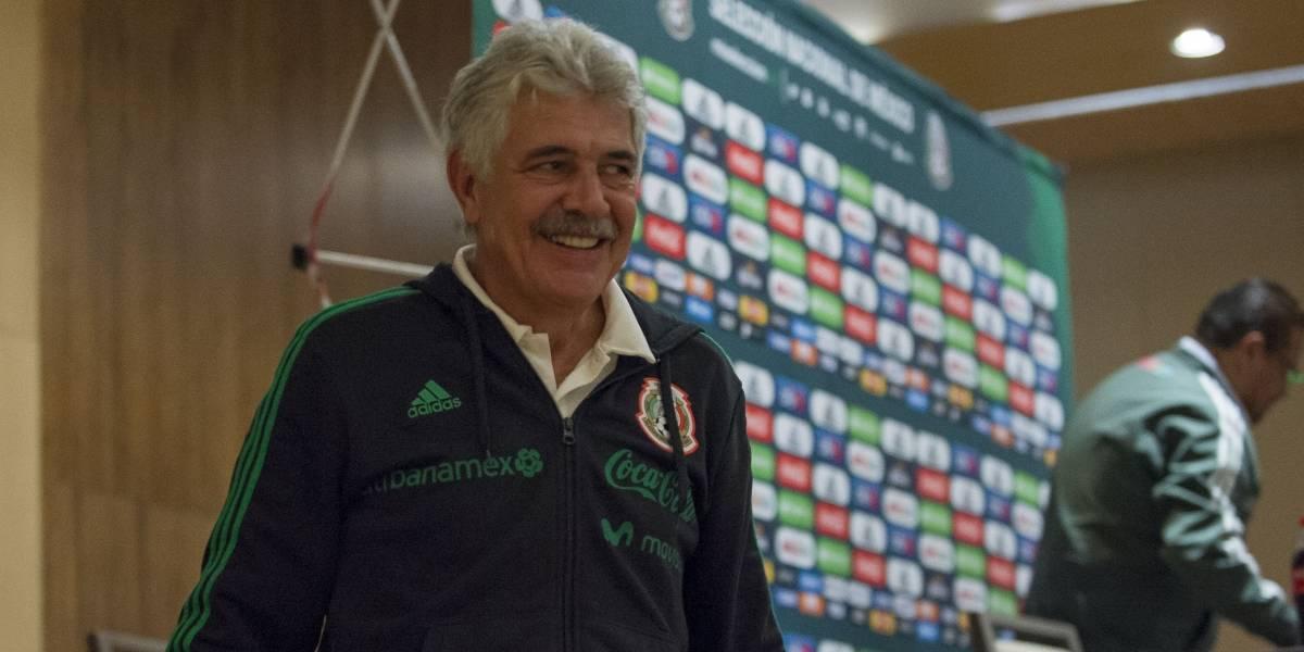 Descarta Ricardo Ferretti dejar tirado al Tricolor por mal paso felino