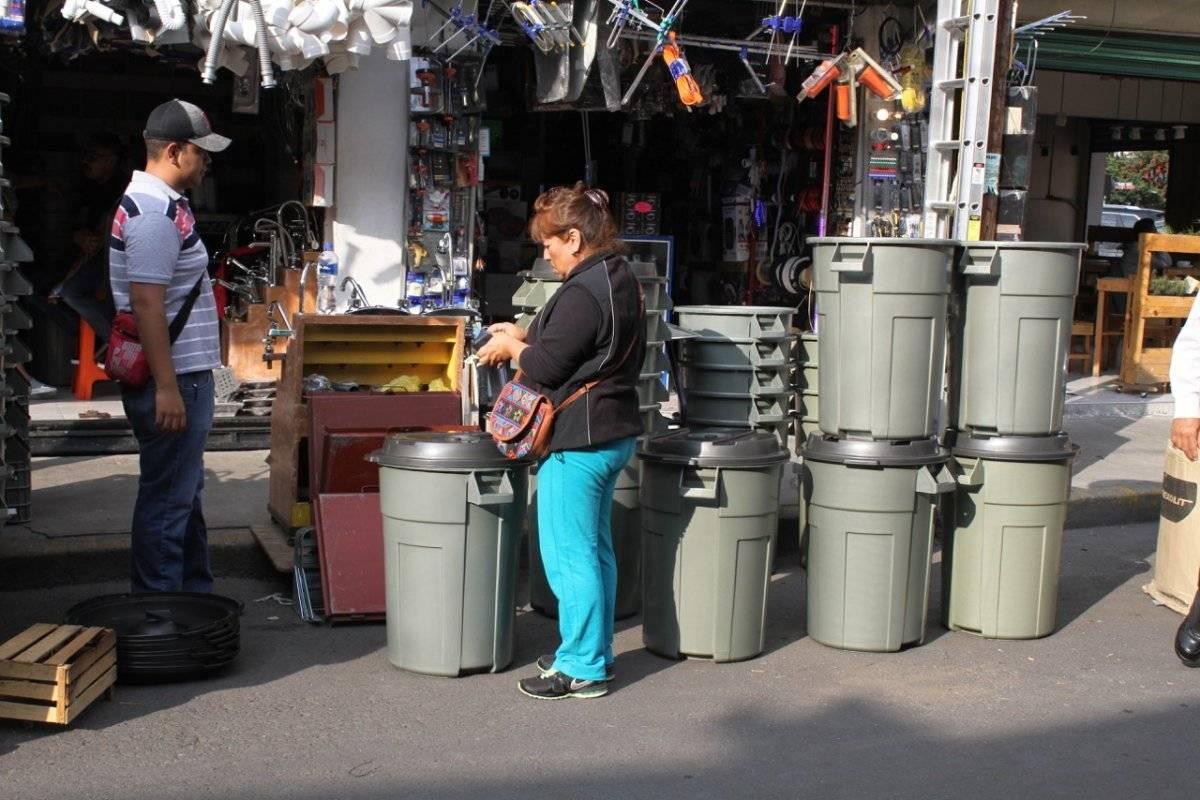 También los capitalinos continúan con las compras de último minuto. Foto: Nicolás Corte