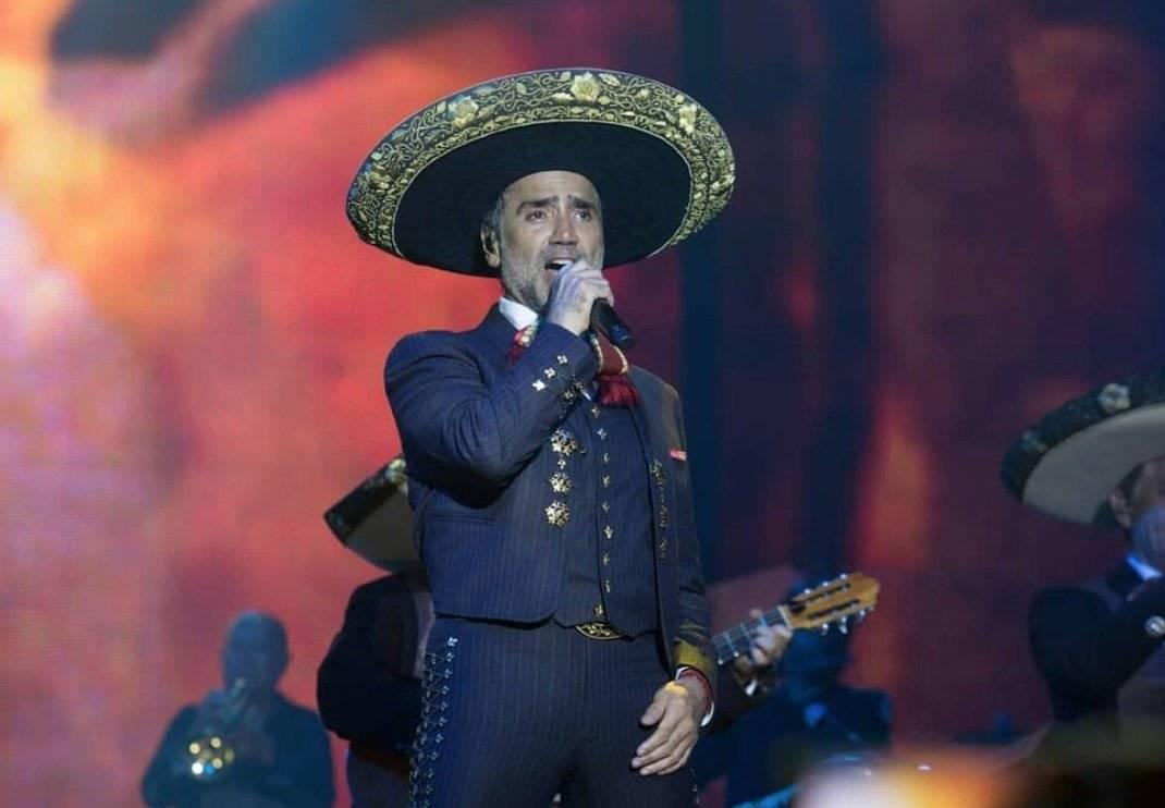 """El cantante de 47 años de edad se divirtió con unos amigos en un antro llamado """"La Santa Masaryk"""" Instagram"""
