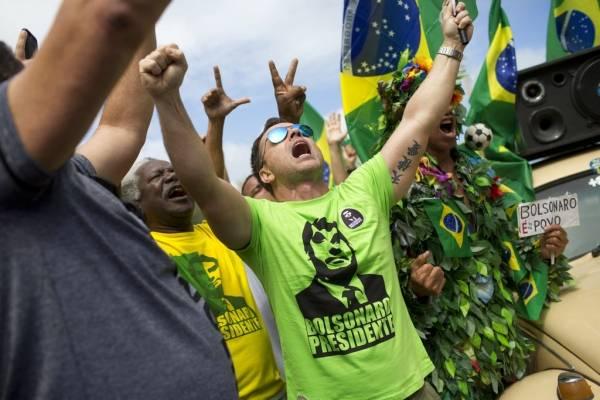 Su campaña centrada en el fin de la corrupción y la lucha contra la criminalidad ha cautivado a más del 55% de los brasileños, que aplauden sus posturas extremas en educación, sanidad, economía...
