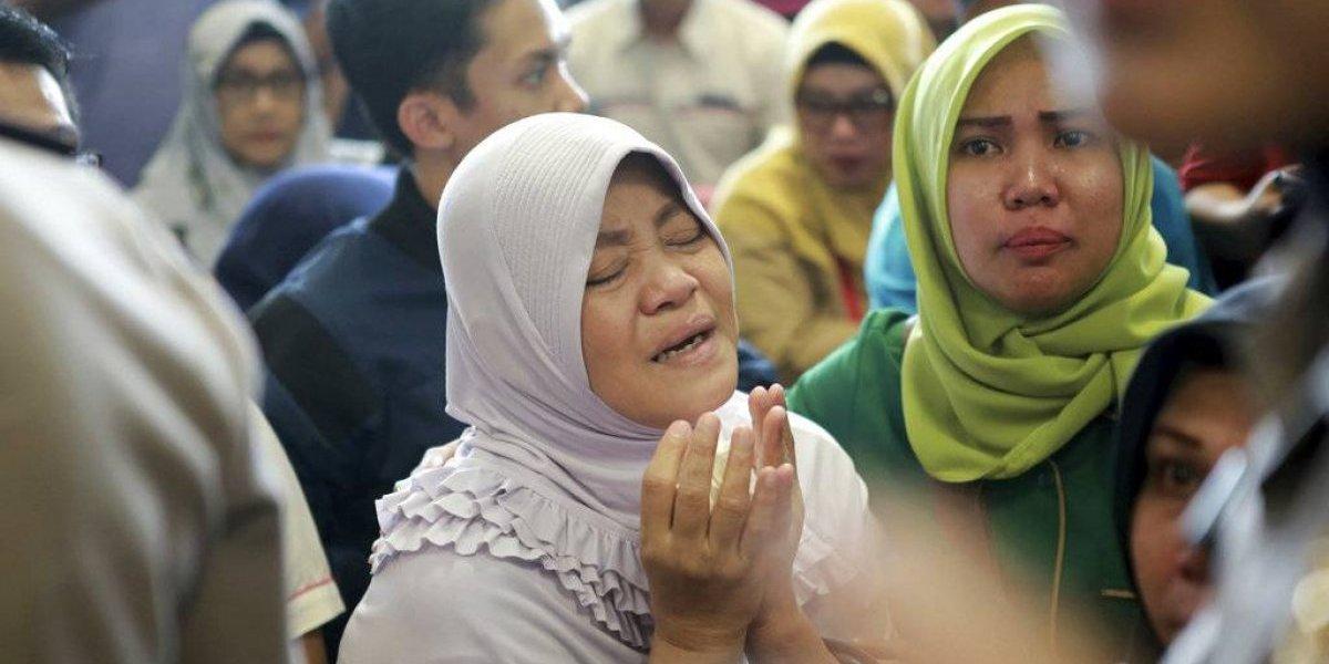 Improbable que haya sobrevivientes tras caer avión en Indonesia