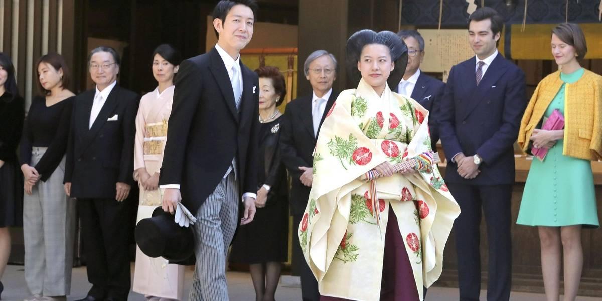 Princesa Ayako se casa com plebeu e perde título