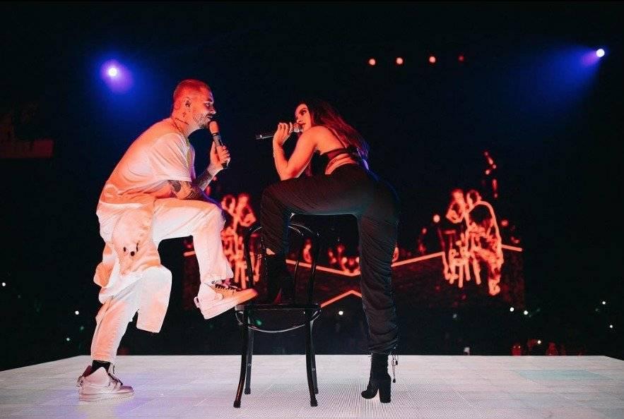 J Balvin y Anitta suben la temperatura con sensual baile en pleno concierto