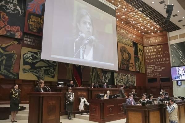 Ministra del Interior, María Paula Romo desde la Asamblea Nacional