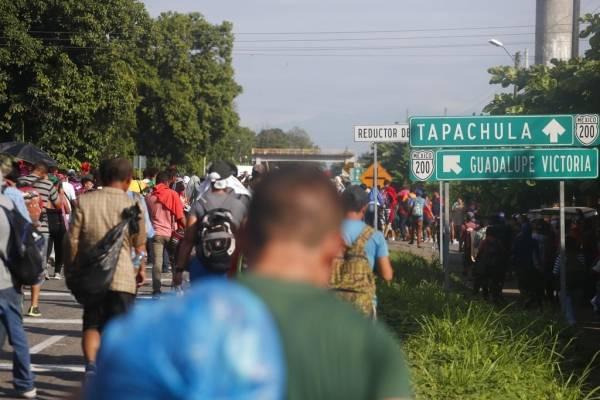 caravana de migrantes centroamericanos recorre México.