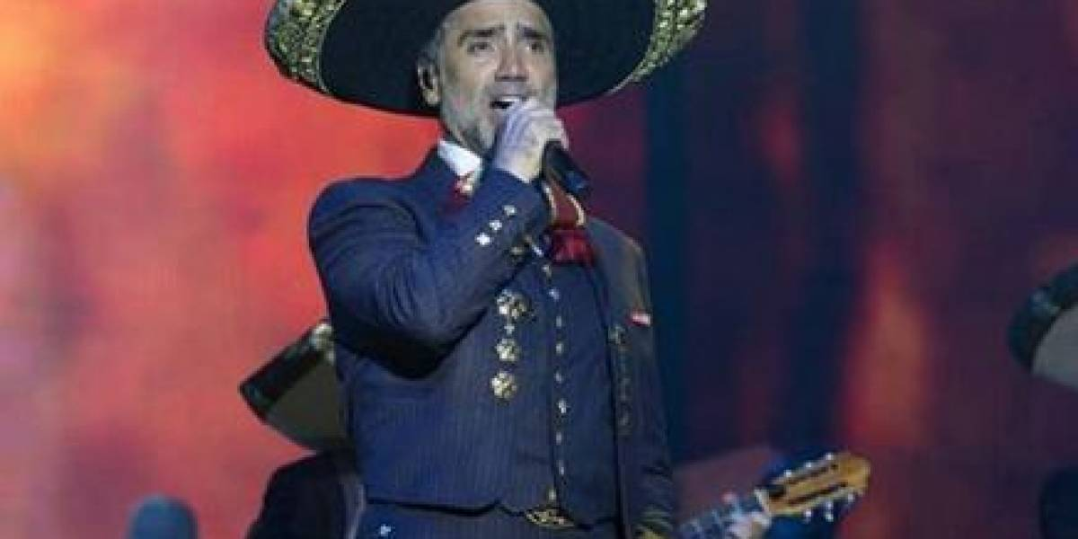 ¿Se drogó en pleno concierto? Se viraliza polémico video de Alejandro Fernández