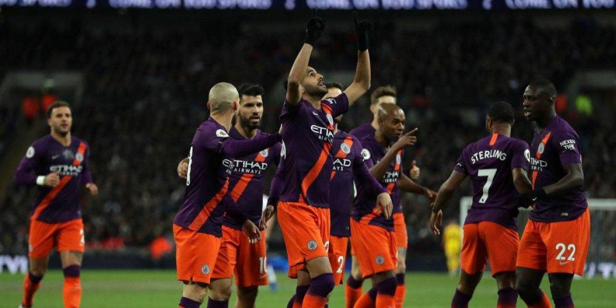 Riyad Mahrez le dio la victoria al invicto Manchester City y le dedicó el gol al fallecido Khun Vichai