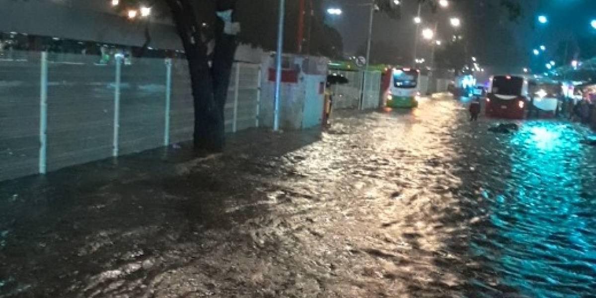 Fuerte tormenta inunda paradero de Indios Verdes
