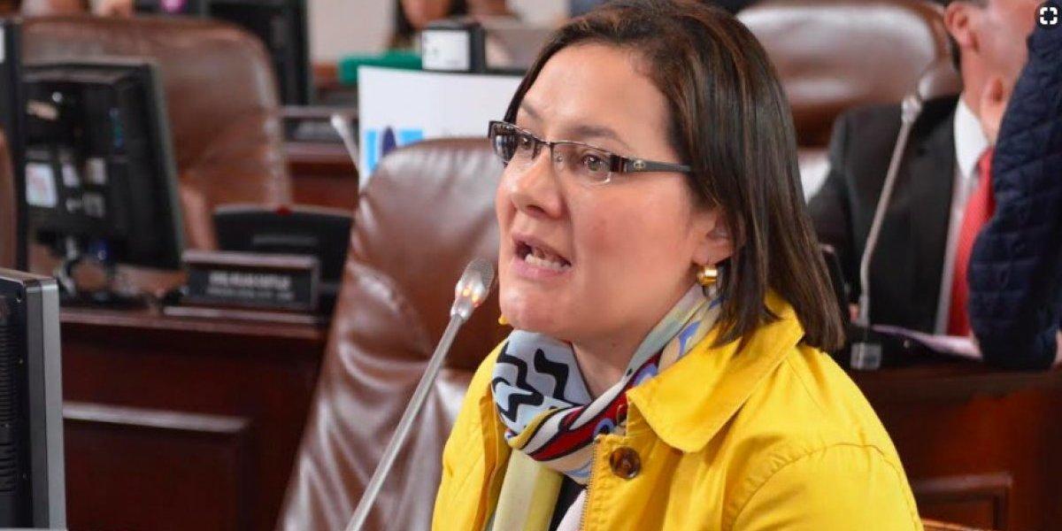 """Llegó la hora de una alcaldesa en Bogotá"": Ángela Garzón"