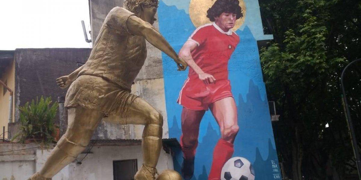 La veneración por Maradona sigue viva en Argentina: inaugurarán escultura y mural con su figura