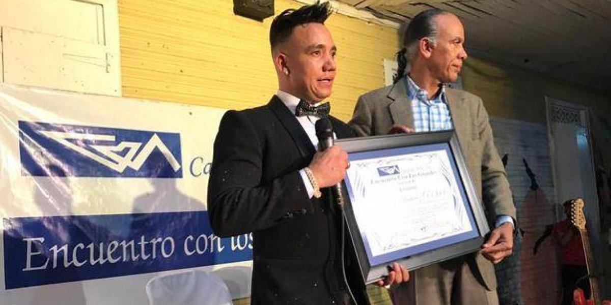 Casa de Arte reconoce a Elvis Martínez