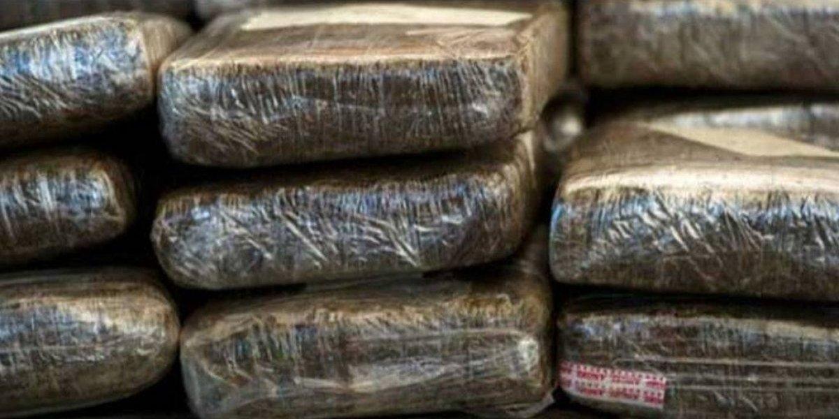 DNCD ocupa más de 5 kilos de hachís en Alma Rosa y apresa 5 hombres