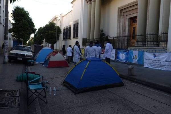 manifestación de médicos frente a Casa Presidencial