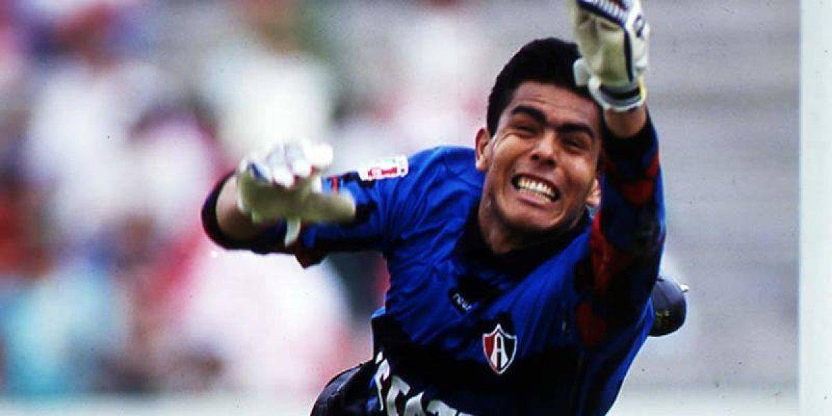 Oswaldo Sánchez se equivoca tras festejar su debut en primera