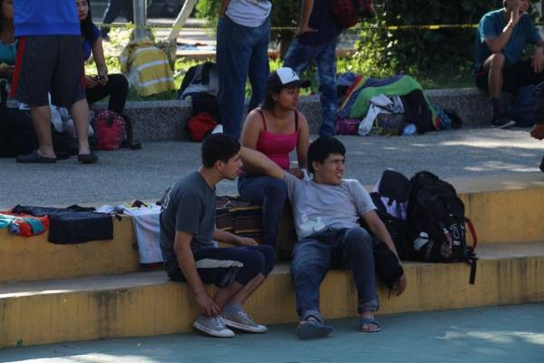 migrantes salvadoreños llegan a frontera de México