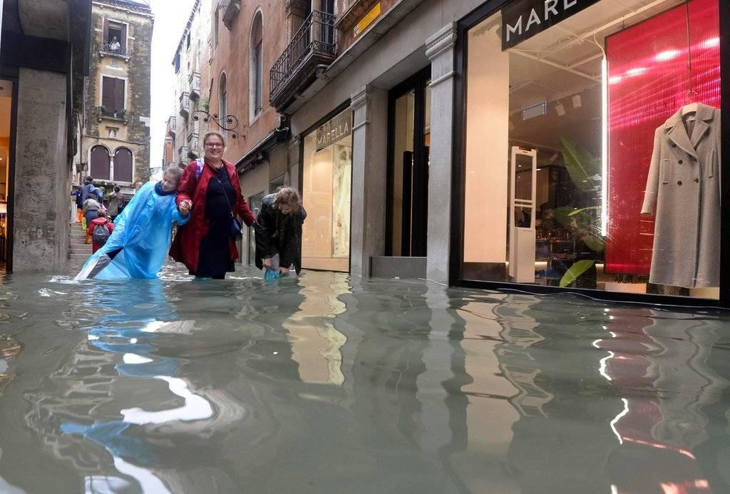 Inundaciones cubren un 70% de Venecia Foto: AP