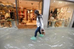 Inundaciones cubren un 70% de Venecia