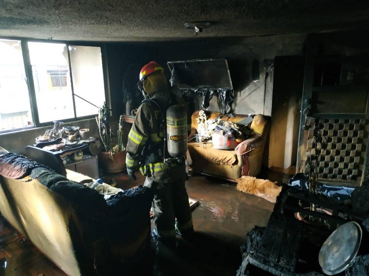 Una persona fallecida y otra herida tras incendio estructural en el sur de Quito Cortesía