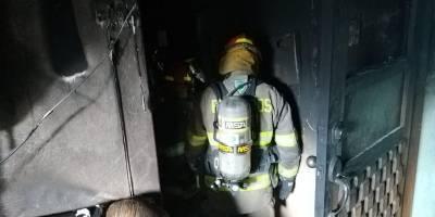 Una persona fallecida y otra herida tras incendio estructural en el sur de Quito