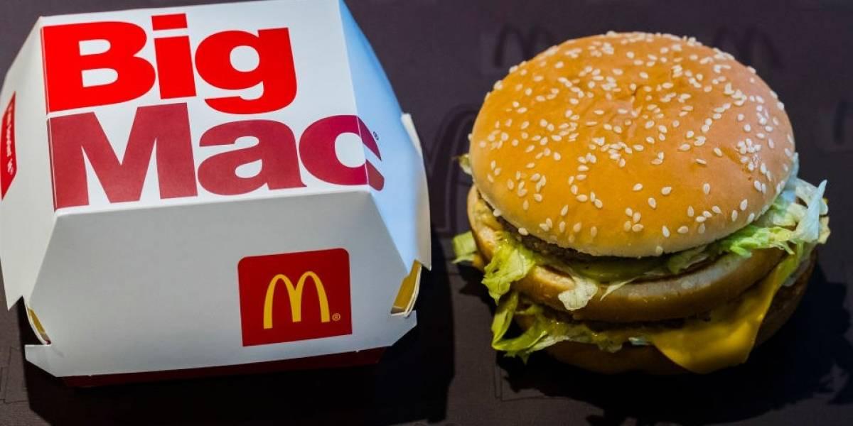 """El Big Mac de McDonald""""s cumple 50 años: los retos de la popular cadena de comida rápida para reinventarse en plena """"crisis de la mediana edad"""""""