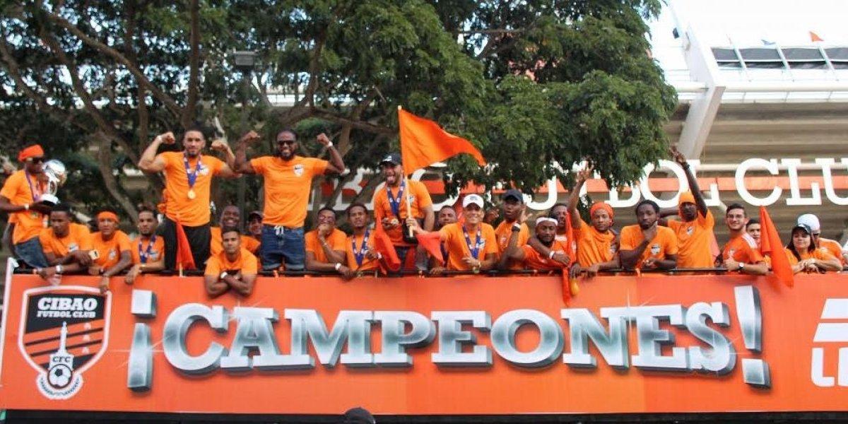 Cibao FC desfila en Santiago por su título de campeón en LDF