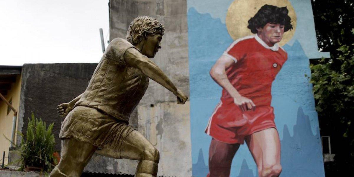 Se inaugura primera estatua de Maradona en Buenos Aires